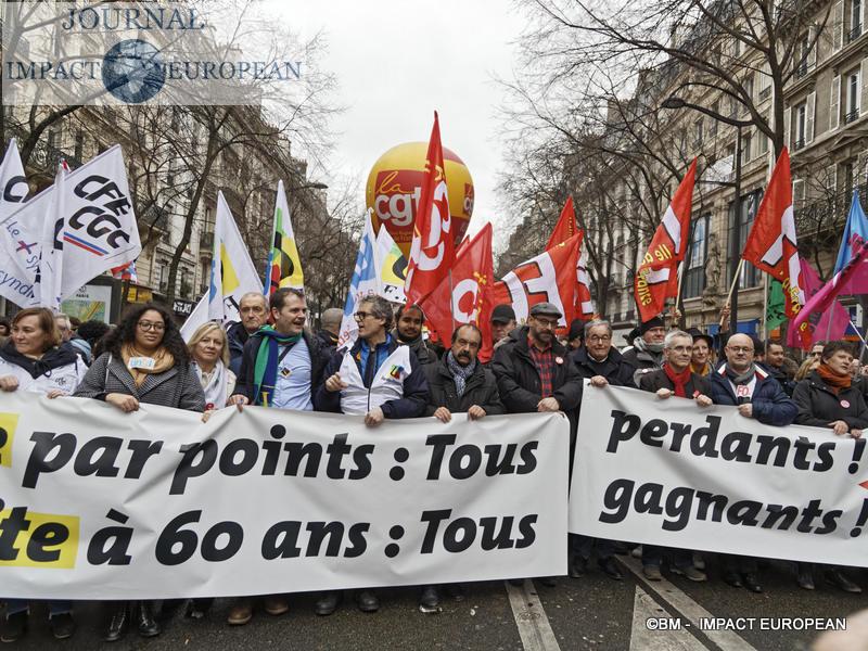 Réforme des retraites: journée de fortes tensions entre manifestants et forces de l'ordre